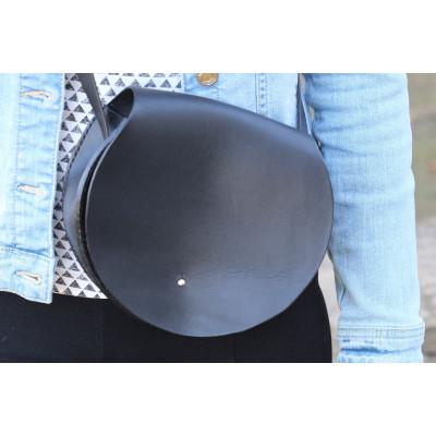 Dámská černá kožená kulatá kabelka