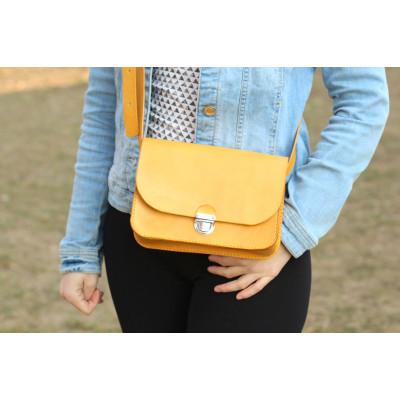 Dámská žlutá kožená kabelka