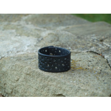 Náramek - černý, dírkovaný
