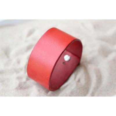 Červený kožený náramek