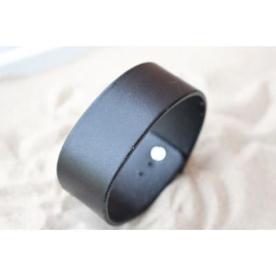 Černý kožený široký náramek