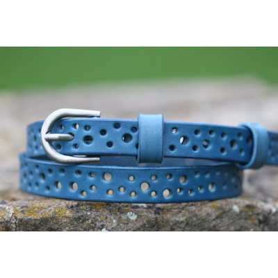 Dírkovaný dámský kožený opasek modrý