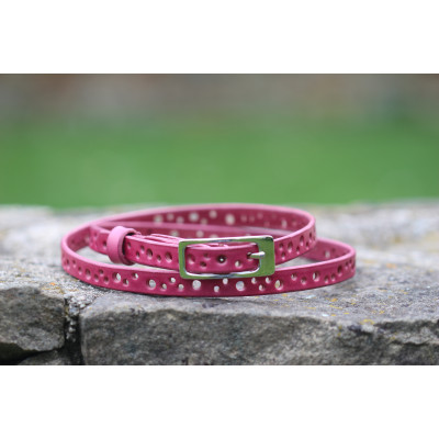 Jemný dírkovaný růžový kožený opasek