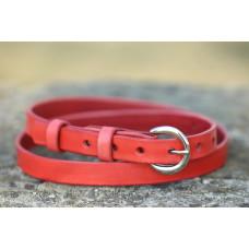 Tenký dámský kožený opasek červený s lesklou sponou