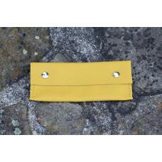 Žlutá kožená kapsa, pouzdro