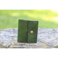 Zelená kožená peněženka