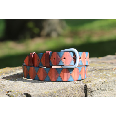 Ručně barvený pásek s geometrickými vzory